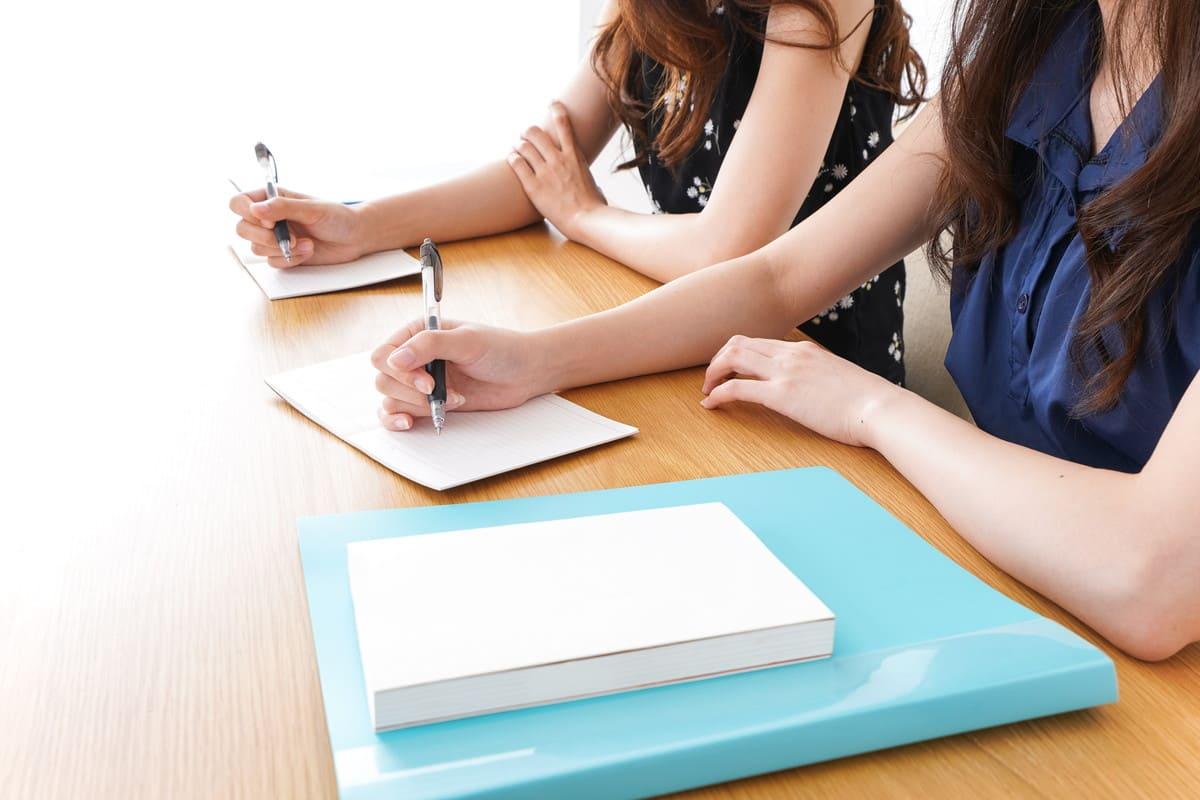ノートに書いてる